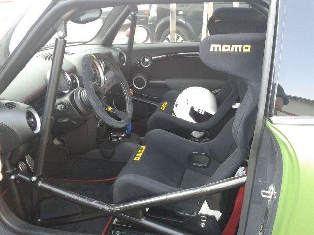 Mini mit Fahrer und Beifahrer Schalensitz