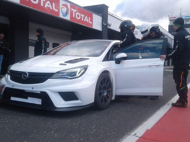 TCR Opel Fahrwerks Test Most